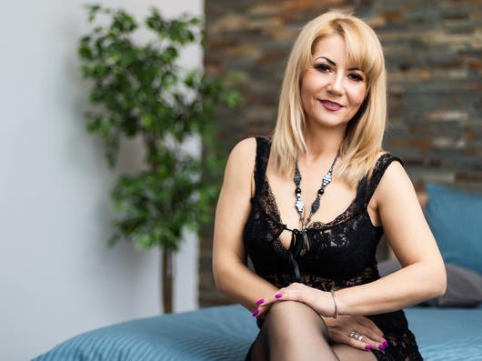 Straight 45 years cam model FloranceHarper1 Female Blonde hair Petite body speak English